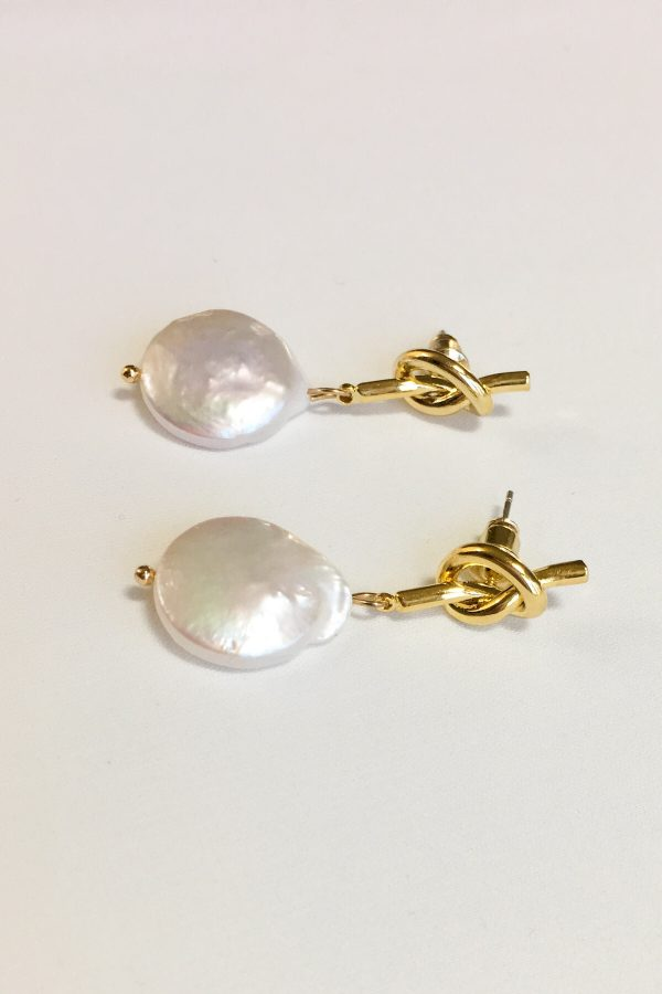 SKYE modern minimalist women fashion accessories Raya Freshwater 18K Gold Pearl Earrings 2