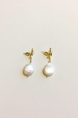 SKYE modern minimalist women fashion accessories Raya Freshwater 18K Gold Pearl Earrings 5