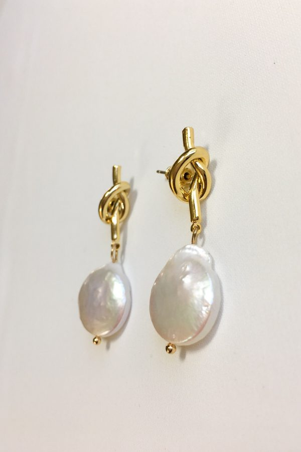 SKYE modern minimalist women fashion accessories Raya Freshwater 18K Gold Pearl Earrings