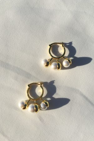 SKYE San Francisco SF ethical sustainable modern minimalist women fashion accessories Reine 18K Gold Pearl Earrings 6