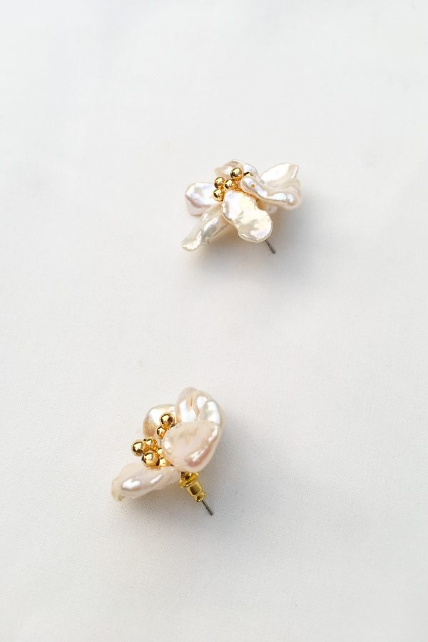 SKYE San Francisco SF California shop ethical sustainable modern minimalist quality women jewelry Fleur 18K Gold Freshwater Pearl Earrings 2