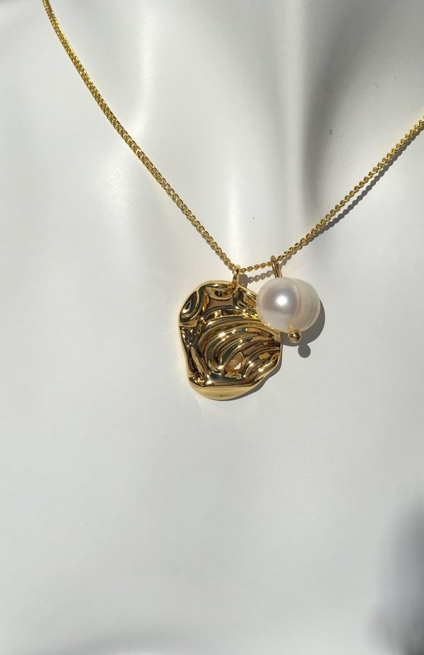 SKYE San Francisco SF shop ethical sustainable modern minimalist luxury women jewelry Spring 2020 Coquille 18K Gold Freshwater Pearl Necklace seashell 4