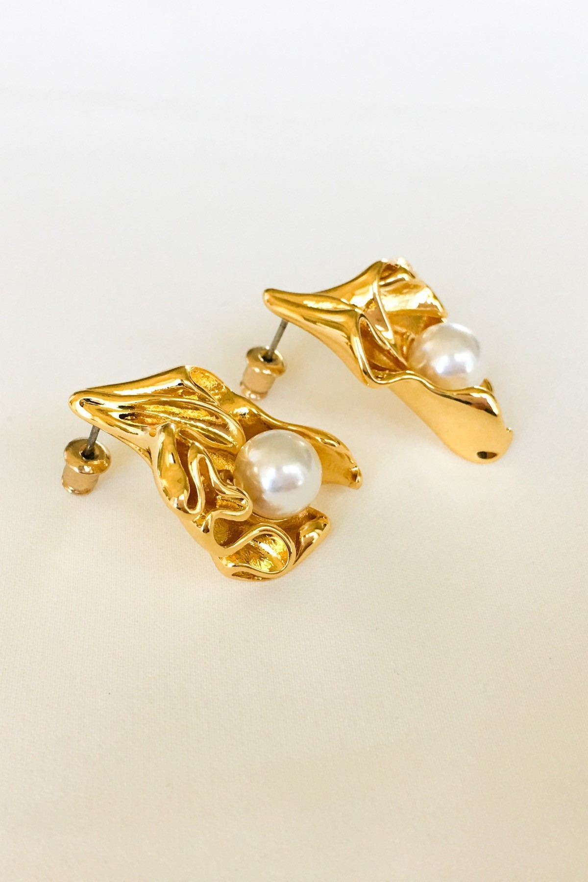 SKYE San Francisco SF California shop ethical sustainable modern minimalist luxury women French Parisian chic jewelry Spring 2020 Marseille 18K Gold Pearl Earrings 4