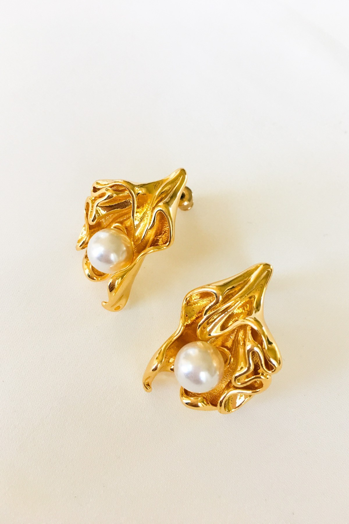 SKYE San Francisco SF California shop ethical sustainable modern minimalist luxury women French Parisian chic jewelry Spring 2020 Marseille 18K Gold Pearl Earrings