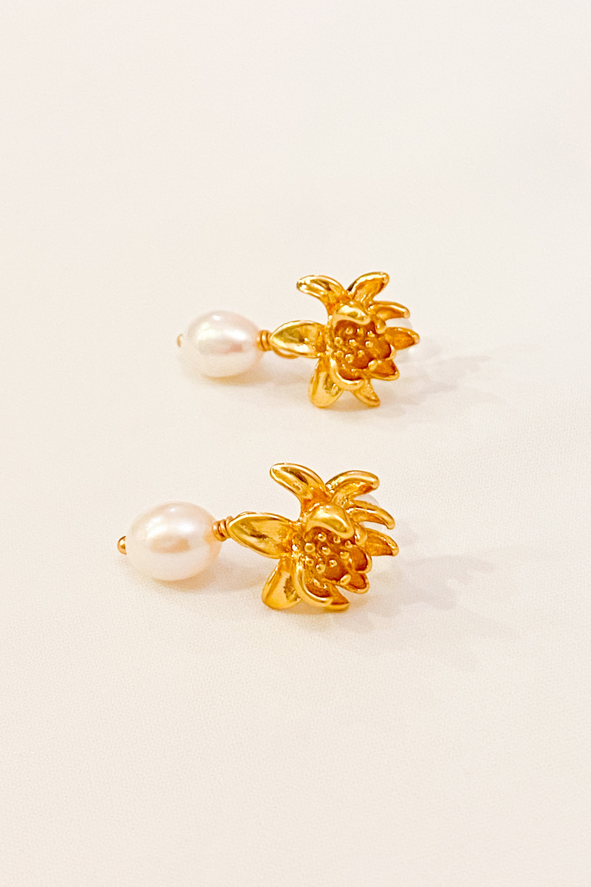 SKYE San Francisco Shop SF Chic Modern Elegant Classy Women Jewelry French Parisian Minimalist Marguerite 18K Gold Freshwater Pearl Earrings 2